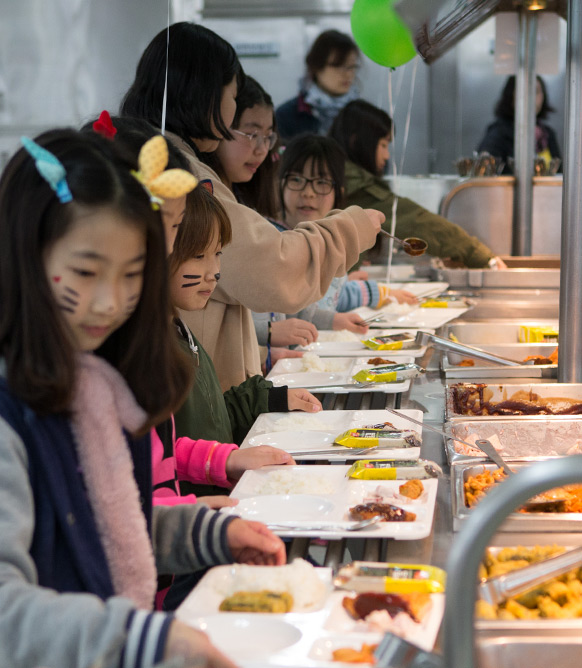 종합식당 배식 사진