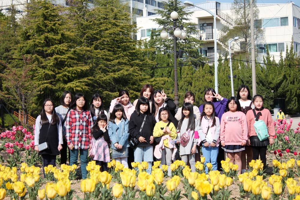 김영미 반사(가운데)와 의정부 천부교회 어린이들