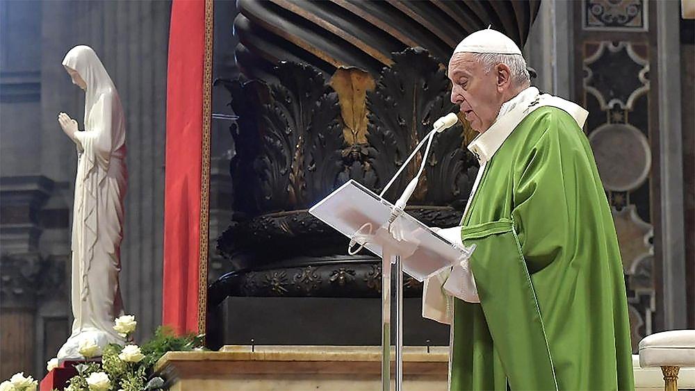 바티칸 베드로 성당에서 미사를 하는 교황 프란치스코의 모습