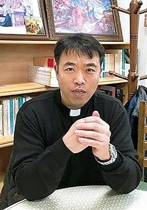한국천주교 유사종교대책위원장 이금재 신부