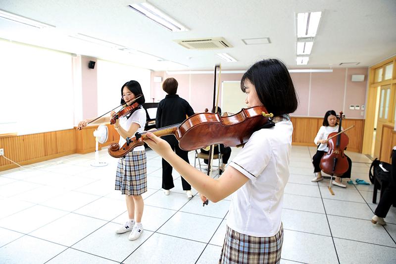음악회-연습중인-아이들
